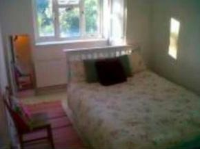 AAK12 East Finchley £130